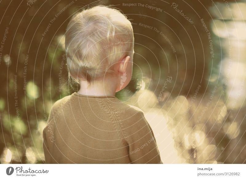 _ Kind Mensch Leben Umwelt Familie & Verwandtschaft Junge klein Spielen Freiheit Freizeit & Hobby frei blond Kindheit lernen Kindheitserinnerung Neugier