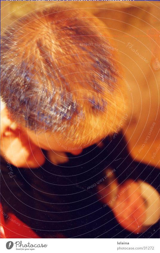 beim haarefärben Frau blau Wandel & Veränderung Prozess Kurzhaarschnitt