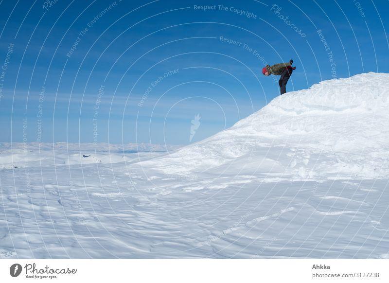 Flugversuch Mensch Winter Schnee Sport Freiheit fliegen träumen Fröhlichkeit Lebensfreude Schönes Wetter Coolness Neugier Schneebedeckte Gipfel