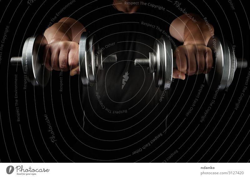 zwei Stahlsatzhanteln in männlichen Händen Lifestyle Körper sportlich Fitness Freizeit & Hobby Sport Mann Erwachsene Arme Hand Metall muskulös schwarz Kraft
