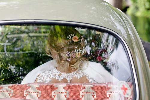 Ein schöner Rücken... Feste & Feiern Hochzeit feminin Frau Erwachsene Leben Mensch 18-30 Jahre Brautkleid blond Blumenstrauß weiß Oberkörper Licht Tag Liebe