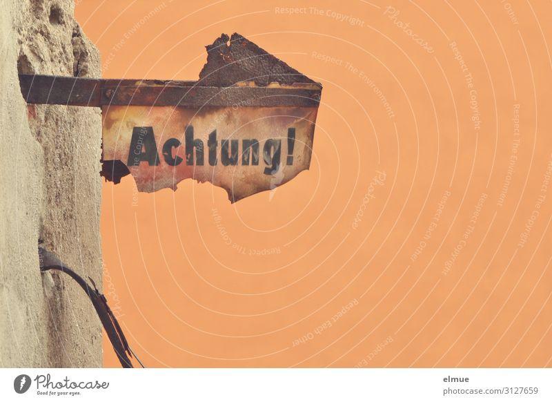 Achtung! High-Tech Informationstechnologie Zeichen Schilder & Markierungen Hinweisschild Warnschild alt eckig historisch kaputt achtsam Design entdecken