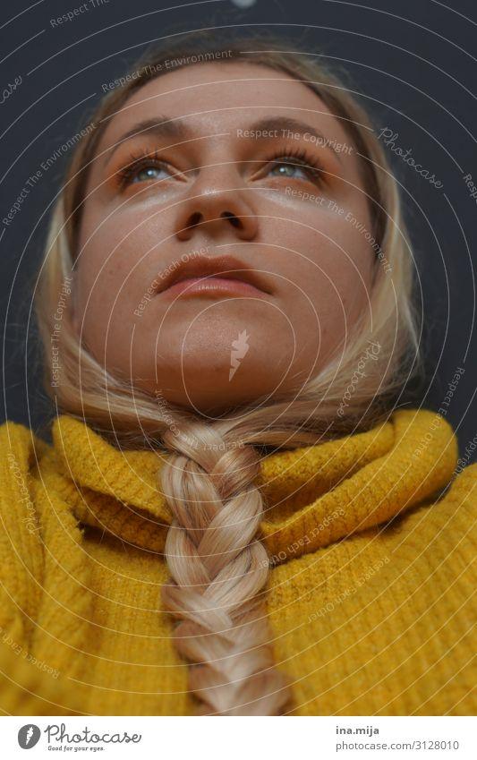 _ Frau Mensch Jugendliche Junge Frau 18-30 Jahre Erwachsene Leben gelb feminin außergewöhnlich Mode Haare & Frisuren Stimmung modern blond authentisch