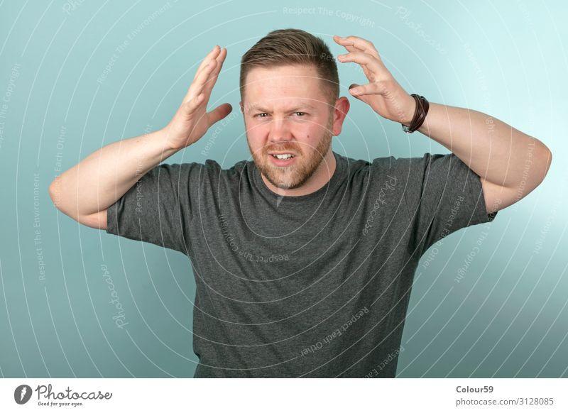 Frustierter Mann maskulin Junger Mann Jugendliche Gesicht 1 Mensch toben Aggression bedrohlich gruselig Gefühle Stress Spannung Werkstatt Frustration ärgerlich