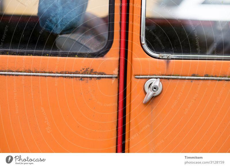 Älteres Kultfahrzeug Lifestyle Verkehr Fahrzeug PKW Glas Metall alt orange rot silber Gefühle Bamberg kultig Autotür Griff Rost Farbfoto Außenaufnahme