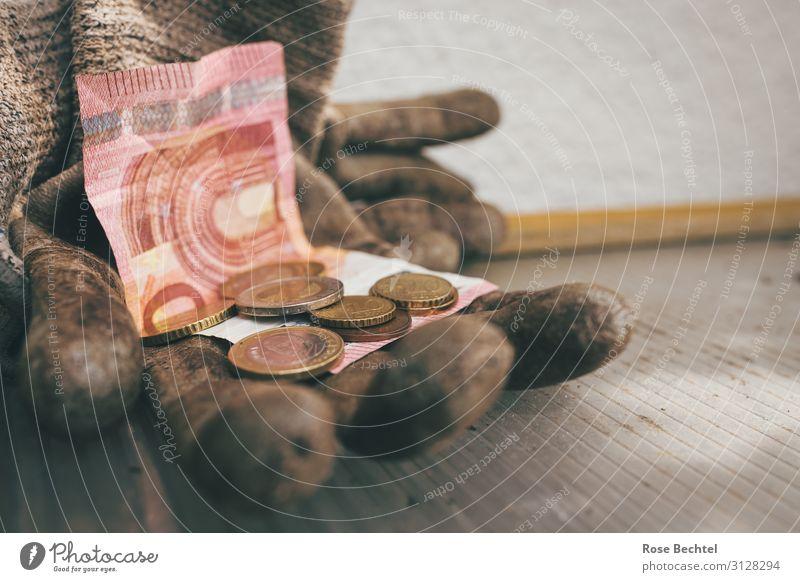 Schwarzarbeit Handschuhe Geld Armut dreckig kaputt reich braun sparsam Gier anstrengen Business Moral Reichtum Farbfoto Außenaufnahme Textfreiraum rechts