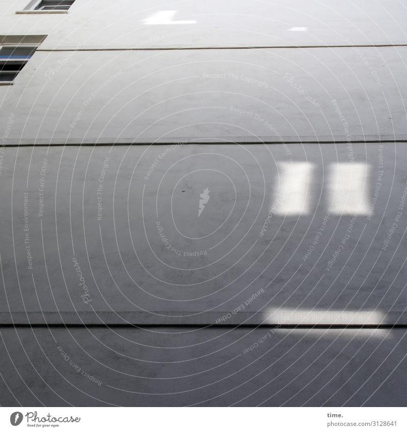 die Laune des Nachbarn architektur wohnen wohnblock fenster hochhaus oberfläche linie design weiß grau mauer wand reflexion bauwerk sonnig spiegelung