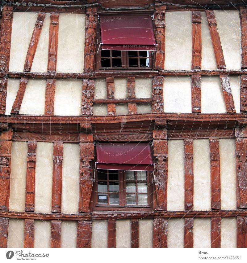 Wackelkandidat Stadtzentrum Haus Gebäude Architektur Mauer Wand Fenster Jalousie Fachwerkhaus Fachwerkfassade Linie alt außergewöhnlich historisch selbstbewußt