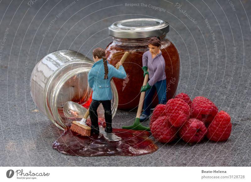 Panne bei der Marmeladenfertigung Frau rot Lebensmittel Erwachsene Gefühle Arbeit & Erwerbstätigkeit Ernährung Glas lecker Landwirtschaft Frühstück Bioprodukte