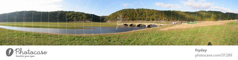 Edersee Weitwinkel Panorama (Aussicht) Ederstausee Wiese Wasser Fluss Brücke groß Panorama (Bildformat)