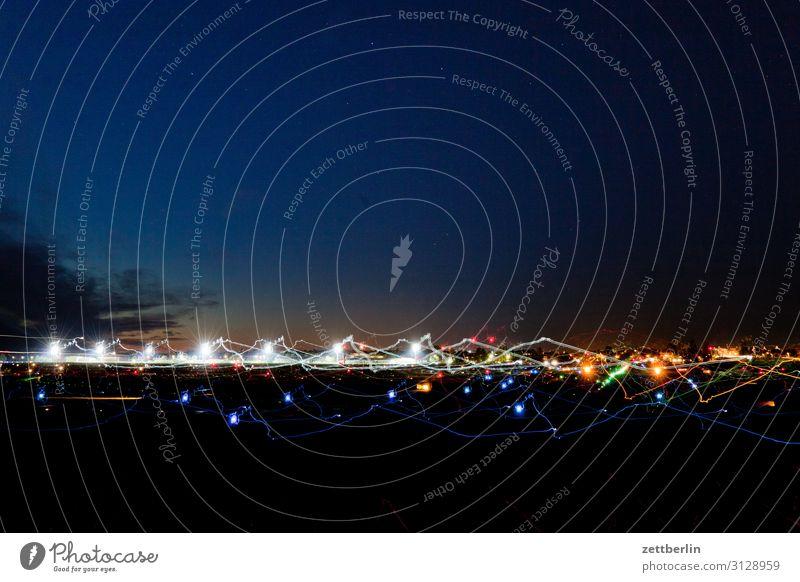 Flugfeld again Flugzeug Flugzeugstart Flughafen Flughafen Berlin-Tegel Abend Nacht dunkel Nachthimmel Himmel Himmel (Jenseits) Luftverkehr Bewegung mehrfarbig