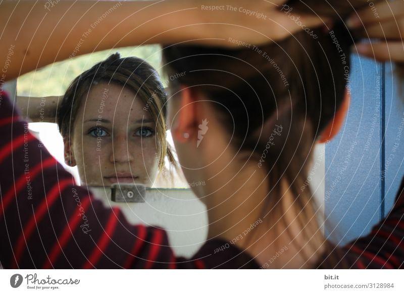 Fingerspitzengefühl l Haare hochstecken Mensch Jugendliche Junge Frau schön Mädchen Gesicht feminin Haare & Frisuren Kopf Spiegel Spiegelbild Hochsteckfrisur