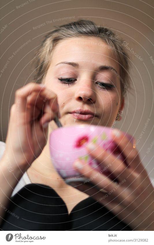 Erstmal Kaffee Ferien & Urlaub & Reisen Häusliches Leben Restaurant Feste & Feiern Valentinstag Muttertag Geburtstag Mensch feminin Junge Frau Jugendliche Hand