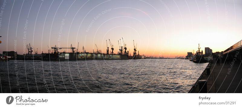 Hamburger Hafen II Wasser groß Hamburg Europa Fluss Hafen Kran Panorama (Bildformat)