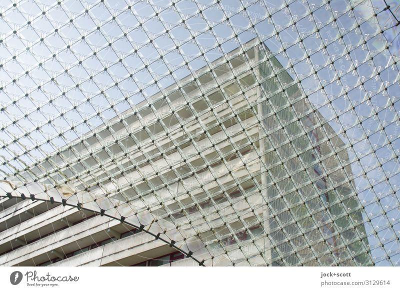 Campus Architektur Wolkenloser Himmel Klima Franken Bürogebäude Plattenbau Fassade Gewölbebogen Linie außergewöhnlich fantastisch groß hoch Stadt Stimmung