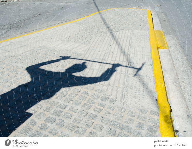 Aufstand am Platz Skulptur Griechenland Stadtzentrum Denkmal Straße Verkehrsinsel Streifen kämpfen bedrohlich fantastisch historisch unten gelb Tapferkeit