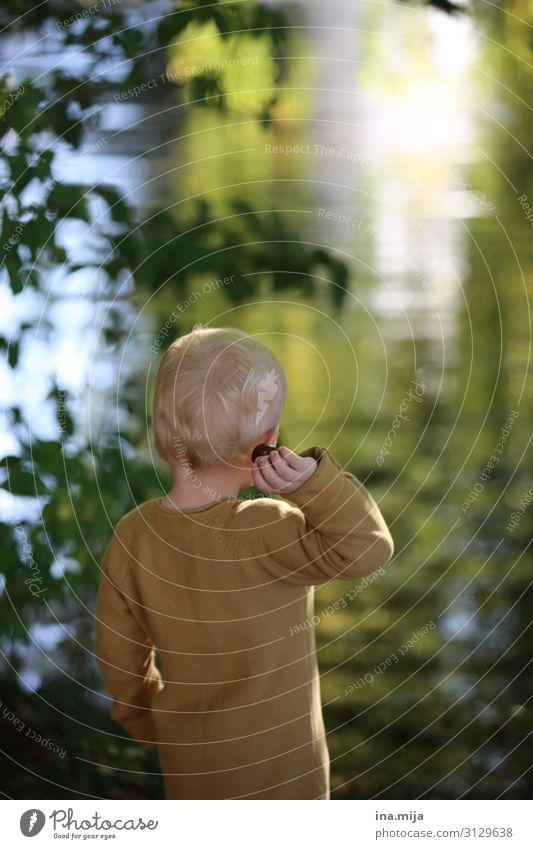Freiheit Kind Mensch Natur Freude Wald Leben Umwelt Familie & Verwandtschaft Junge Garten Spielen See Freizeit & Hobby Park blond