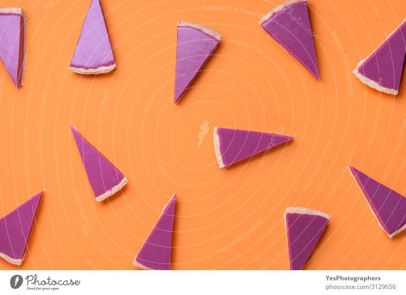 Rosa Torte schneidet Muster auf orangem Hintergrund. Weihnachtsdessert Kuchen Dessert Süßwaren Schokolade Winter Feste & Feiern Weihnachten & Advent