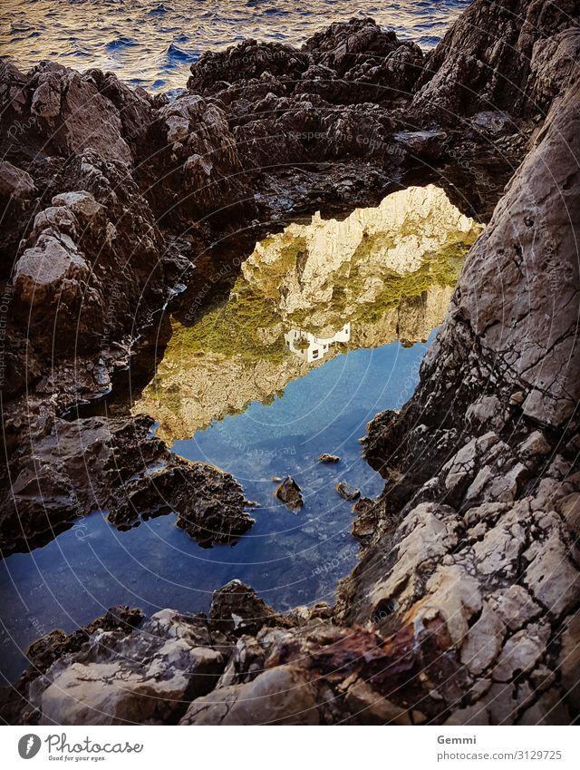 Spiegelmeer Zufriedenheit Erholung Meer Insel Wellen Natur Landschaft Wasser Herbst Schönes Wetter Felsen Küste Bucht Capri Felsvorsprung Traumhaus Stein