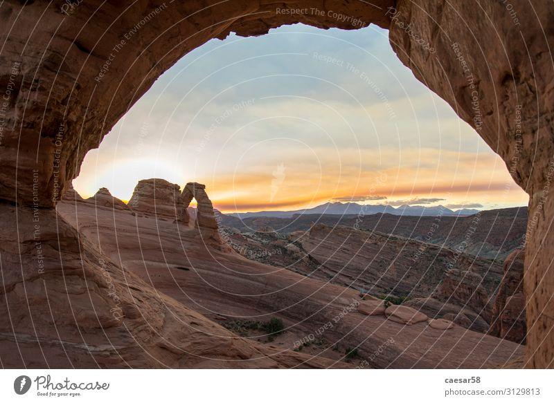 Sonnenaufgang über dem Delicate Arch im Arches Nationalpark Ferien & Urlaub & Reisen Tourismus Ausflug Abenteuer Natur Landschaft Erde Sand Himmel