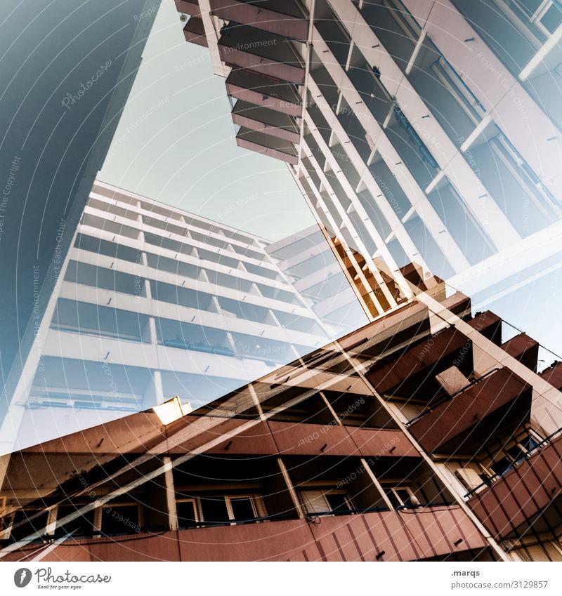 Häuserblock doppelt Architektur Doppelbelichtung Fassade Haus Gebäude außergewöhnlich abstrakt Froschperspektive Perspektive Surrealismus Immobilienmarkt Stil