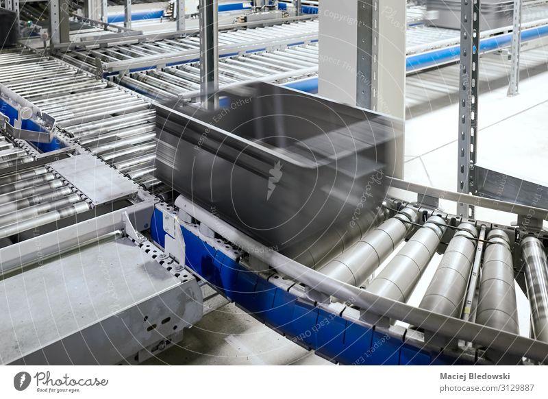 Transportlinie Förderrolle mit bewegtem Behälter. Arbeitsplatz Fabrik Industrie Güterverkehr & Logistik Dienstleistungsgewerbe Business Maschine