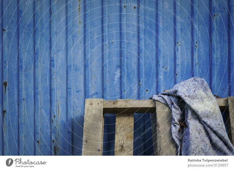 Baustelle in Blau Kunst Holz Metall Stahl Arbeit & Erwerbstätigkeit gebrauchen blau grau Bauarbeiter Mitarbeiter Menschenleer minimalistisch Wand Standort