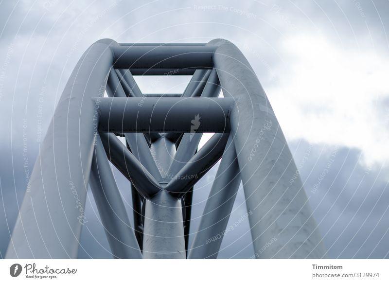 Bamberg mal anders Architektur Himmel Wolken Wetter Brücke Verkehr Metall Linie ästhetisch kalt blau grau Farbfoto Außenaufnahme Menschenleer