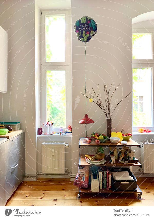 Happy Birthday Wohnung Möbel Raum Küche Feste & Feiern Geburtstag Freude Luftballon Kücheneinrichtung Farbfoto mehrfarbig Innenaufnahme Menschenleer Tag