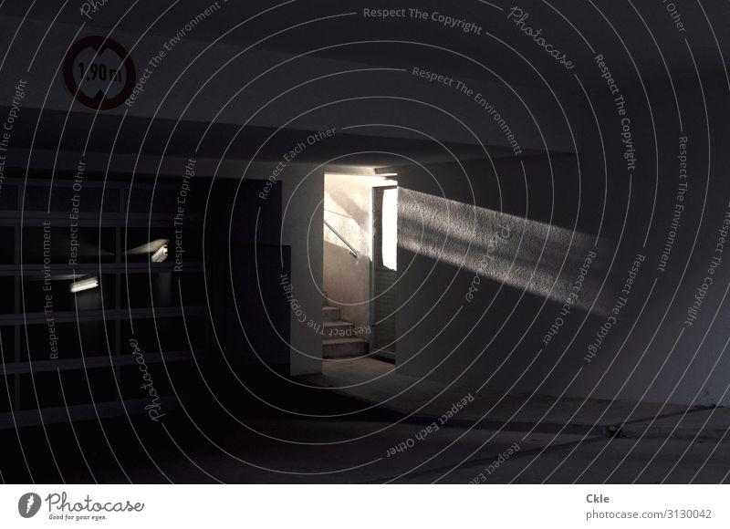 Unterbelichtung Menschenleer Parkhaus Gebäude Architektur Mauer Wand Tür Treppe Verkehr Verkehrswege Autofahren Beton Glas Ziffern & Zahlen