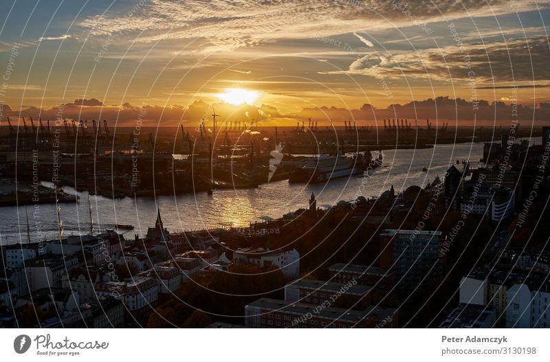 Hamburger Hafen bei Sonnenuntergang Natur Luft Wasser Himmel Wolken Sonnenaufgang Flussufer Hafenstadt Schifffahrt Binnenschifffahrt Horizont Tourismus Farbfoto