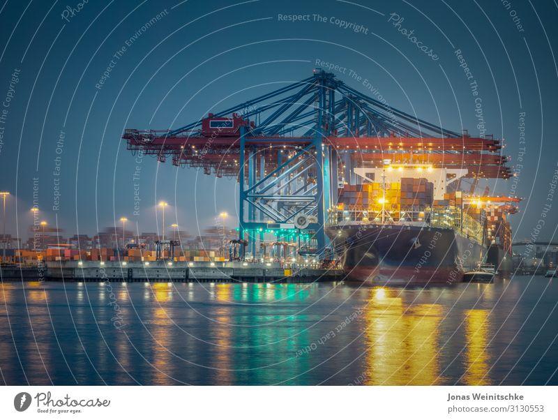 Containerschiff im Hafen von Hamburg bei Nacht Industrie Handel Hauptstadt Hafenstadt Brücke Bauwerk Verkehrsmittel Schifffahrt Binnenschifffahrt Kreuzfahrt