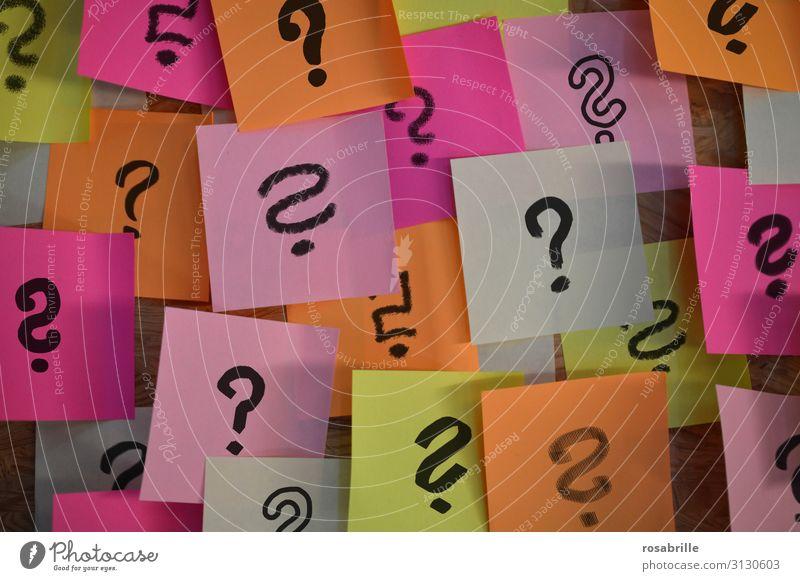 Notizzettel mit Fragezeichen | Firlefanz lernen Arbeitsplatz Büro Zettel Zeichen Neugier Sorge dumm chaotisch geheimnisvoll Inspiration komplex Rätsel planen