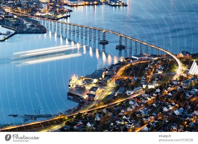 Hurtigruten Ferien & Urlaub & Reisen Tourismus Ausflug Ferne Sightseeing Städtereise Kreuzfahrt Meer Insel Tromsø Norwegen Skandinavien Brücke Schifffahrt