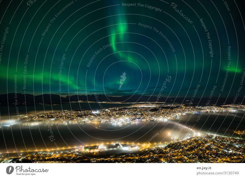 überirdisch schön Ferien & Urlaub & Reisen Tourismus Ausflug Ferne Sightseeing Städtereise Nachthimmel Insel Tromsø Norwegen Skandinavien Stadt Hafenstadt