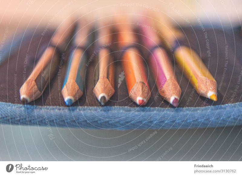 Buntstifte Spielen Basteln Handarbeit Kinderzimmer Bildung Schule Schreibstift zeichnen schreiben Erfolg Tatkraft gewissenhaft fleißig anstrengen Farbe Idee