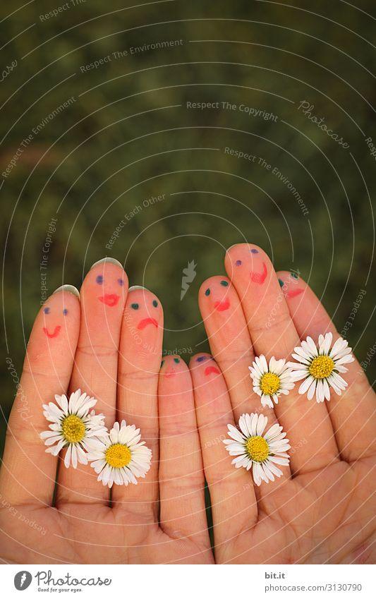 Firlefanz l Finger mit aufgemalten Gesichtern. Kind Mensch Natur Hand Blume Freude lustig Familie & Verwandtschaft lachen Glück Paar Spielen Freundschaft