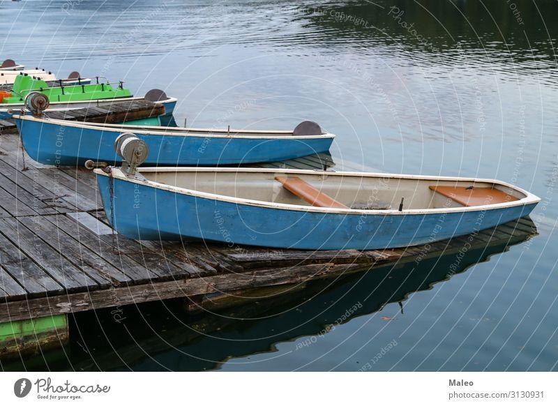 Fischerboote am Ufer des Sees Strand blau Wasserfahrzeug ruhig Küste Abenddämmerung Angeln Freizeit & Hobby Natur natürlich alt Außenaufnahme Erholung