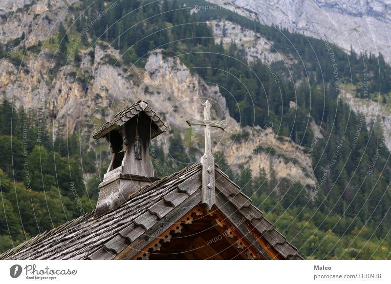 Kleine Holzkirche in den Alpen Religion & Glaube Kirche Natur Ferien & Urlaub & Reisen Reisefotografie Architektur Europa Österreich Hügel Landschaft