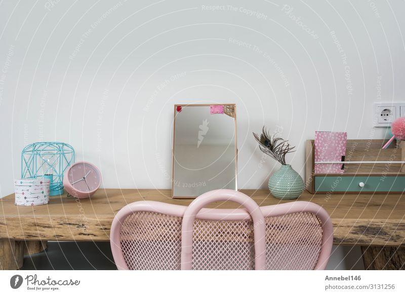 Helles Mädchenzimmer mit Holztisch und rosa Stuhl Stil Design schön Wohnung Haus Dekoration & Verzierung Möbel Schreibtisch Tisch Schlafzimmer Kind
