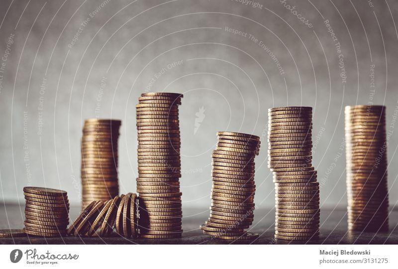 Stapel von goldenen Münzen. kaufen Reichtum Glück Geld sparen Erfolg Wirtschaft Kapitalwirtschaft Börse Geldinstitut Business Ruhestand Gold reich Krise