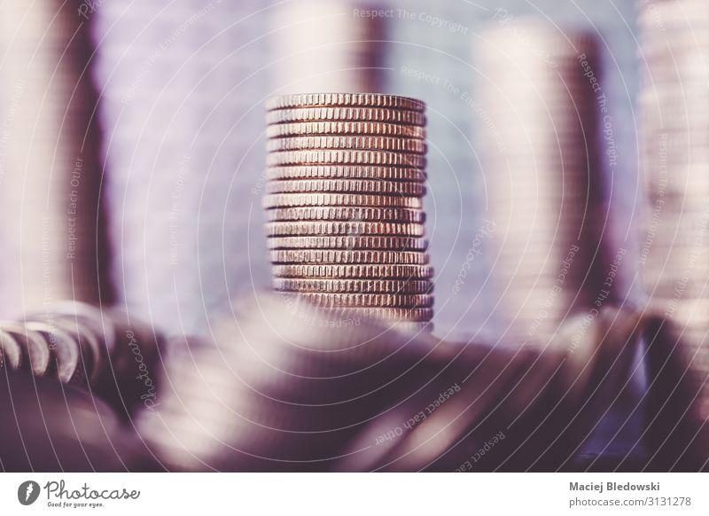 Stapel von goldenen Münzen. Lifestyle kaufen Reichtum Geld sparen Erfolg Wirtschaft Kapitalwirtschaft Geldinstitut Business reich Krise Geldmünzen Vermögen Turm