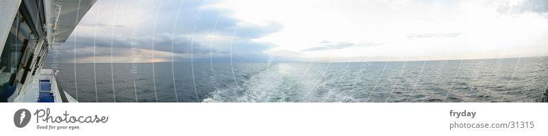 Überfahrt Wasser Wolken Wasserfahrzeug groß Horizont Ostsee Panorama (Bildformat) Fähre