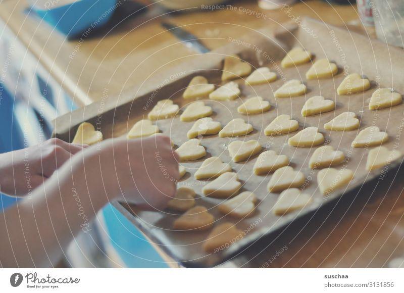 herzkeks oder scherzkeks Plätzchen Keks backen Backblech Backpapier viele lecker herzförmig Herz Küche Lebensmittel zuckerhaltig Süßwaren Dessert