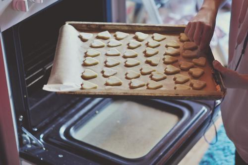 ab in den ofen Plätzchen Keks Weihnachtsgebäck Backwaren backen Herd & Backofen Backblech süß Süßwaren Weihnachten & Advent heiß reinschieben Küche