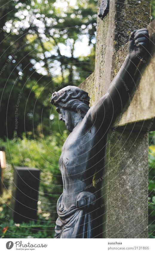 zeit der traurigkeit (2) Einsamkeit Religion & Glaube Traurigkeit Tod Körper Vergänglichkeit Hoffnung Trauer Christliches Kreuz verfallen Schmerz Figur Abschied