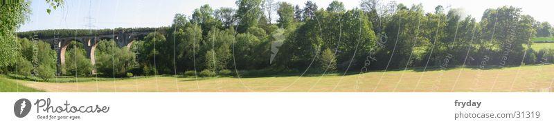 Viadukt Himmel Baum Feld groß Horizont Brücke Panorama (Bildformat)