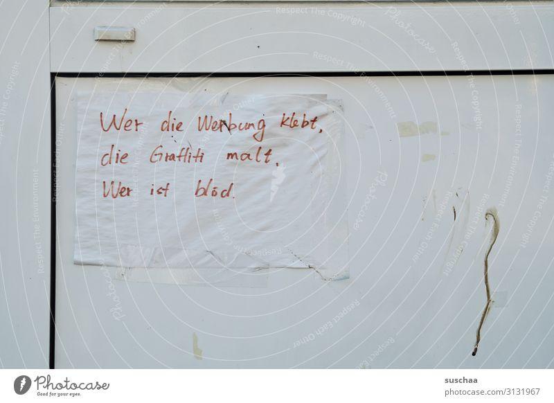wer ist blöd ... Tür Strukturen & Formen Zettel Information Mitteilung lustig skurril angeklebt passend Handschrift Fragen Warnhinweis Warnung Beschwerde