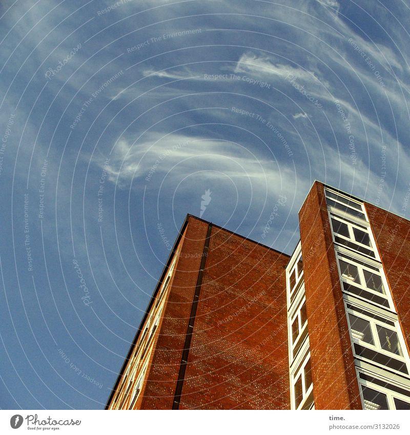 Halswirbelsäulentraining (XI) Himmel Stadt Haus Wolken Fenster Wand Gebäude Mauer Fassade Hochhaus Perspektive Schönes Wetter hoch Dach Macht Wachsamkeit
