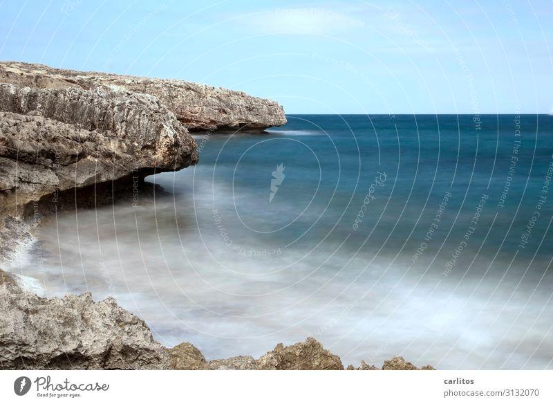 Wenn die Zeit stehenbleibt Umwelt Natur Urelemente Luft Wasser Himmel Sommer Schönes Wetter Felsen Küste Mittelmeer ästhetisch blau Gischt Wellen Horizont Ferne
